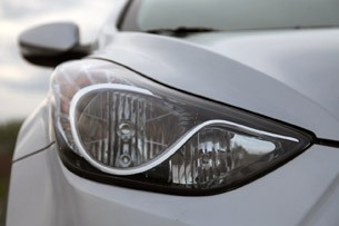 2011 Hyundai Elantra Limited headlight