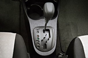 2012 Toyota Yaris shifter