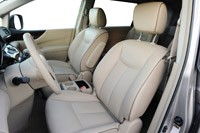 2011 Nissan Quest front seats