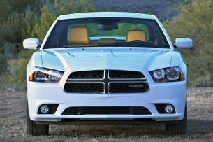 2011 Dodge Charger Rallye V6 front view
