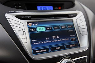 2011 Hyundai Elantra Limited audio system