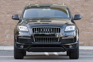 2011 Audi Q7 3.0T S line front view