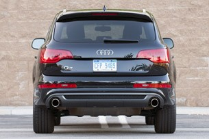 2011 Audi Q7 3.0T S line rear view