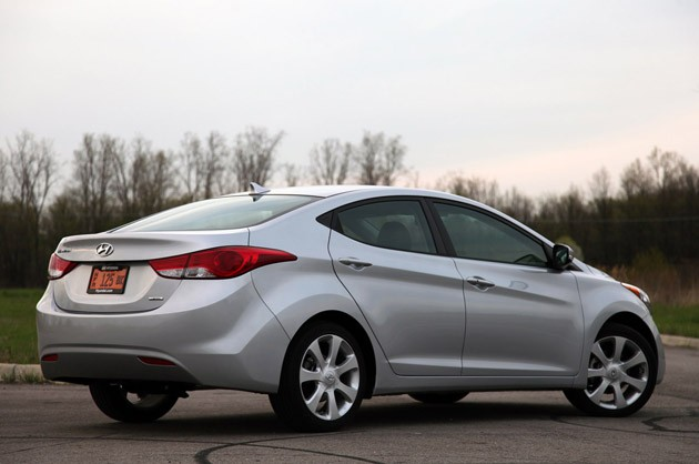 2011 Hyundai Elantra Limited rear 3/4 view