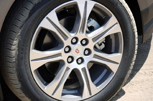 2012 Cadillac SRX wheel