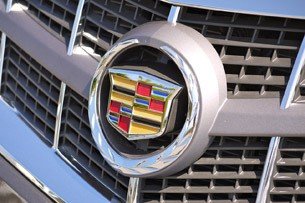 2012 Cadillac SRX logo