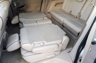 2011 Nissan Quest folded rear seats