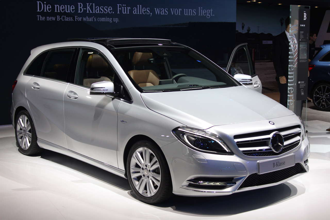 2012 mercedes benz b class gets big car features autoblog. Black Bedroom Furniture Sets. Home Design Ideas