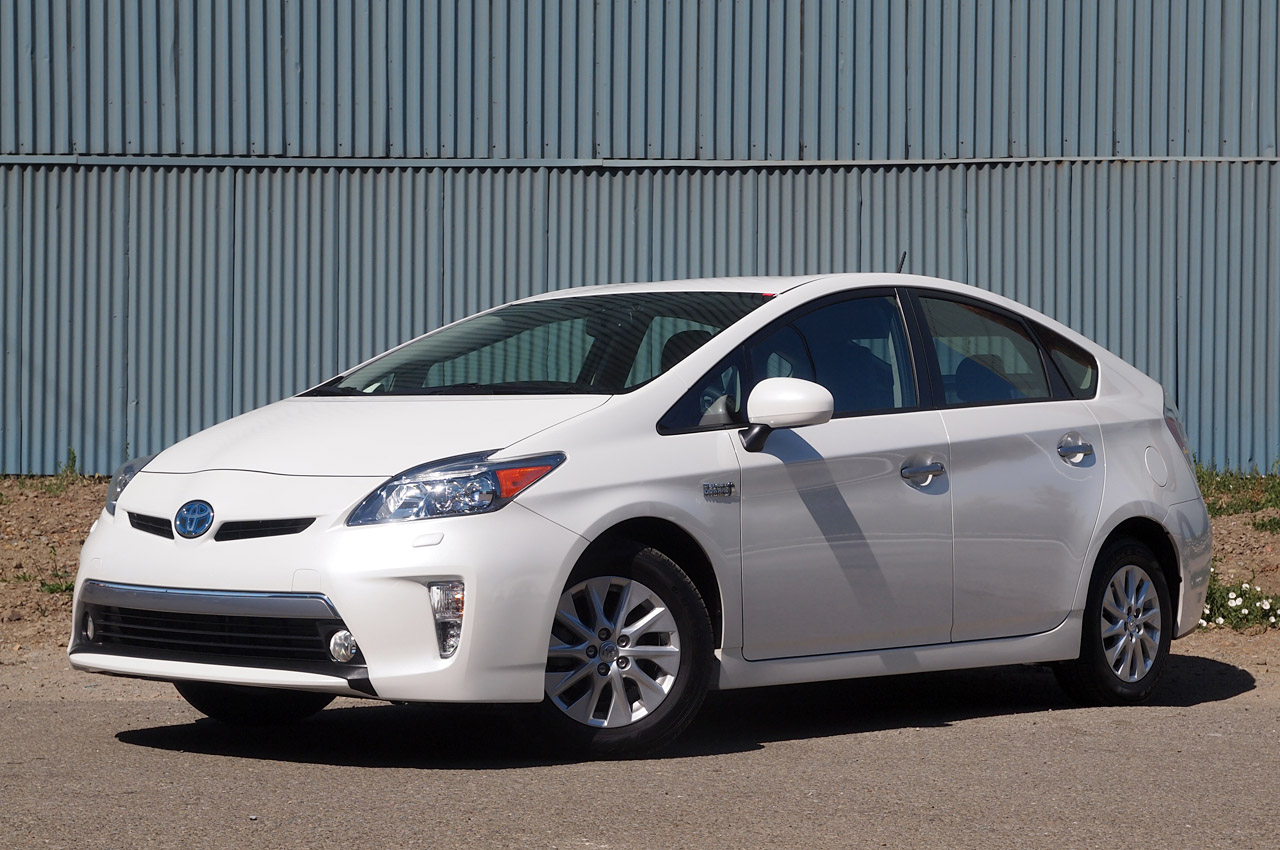 2012 toyota prius plug in autoblog. Black Bedroom Furniture Sets. Home Design Ideas