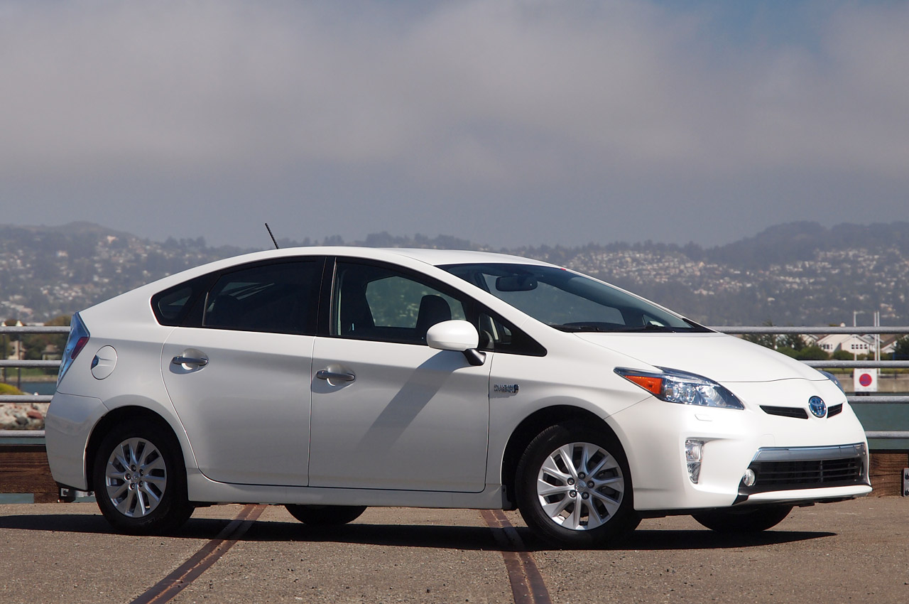 2012 toyota prius plug in first drive photo gallery. Black Bedroom Furniture Sets. Home Design Ideas
