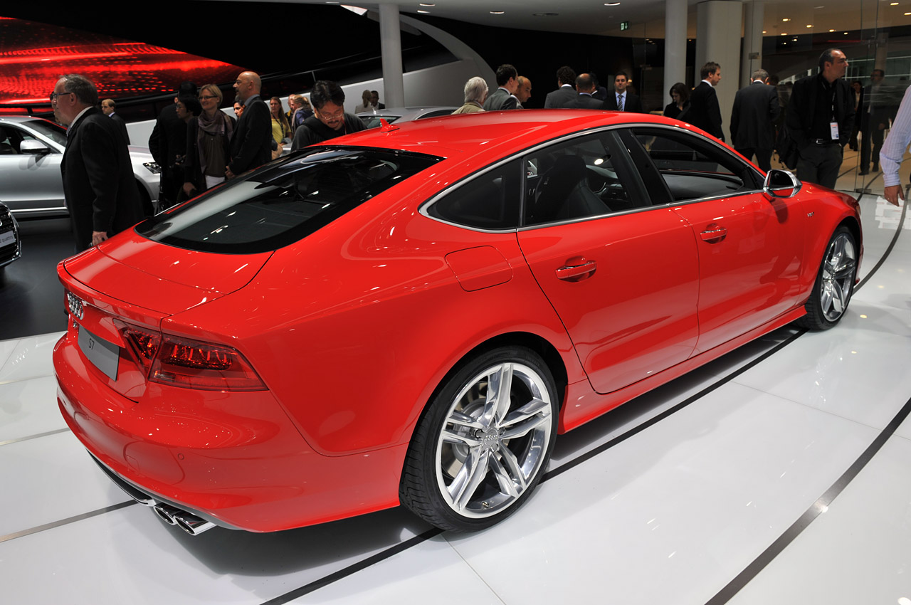 2012 Audi S7 Saunters Slyly Onto Stage Shows Sultry Shape