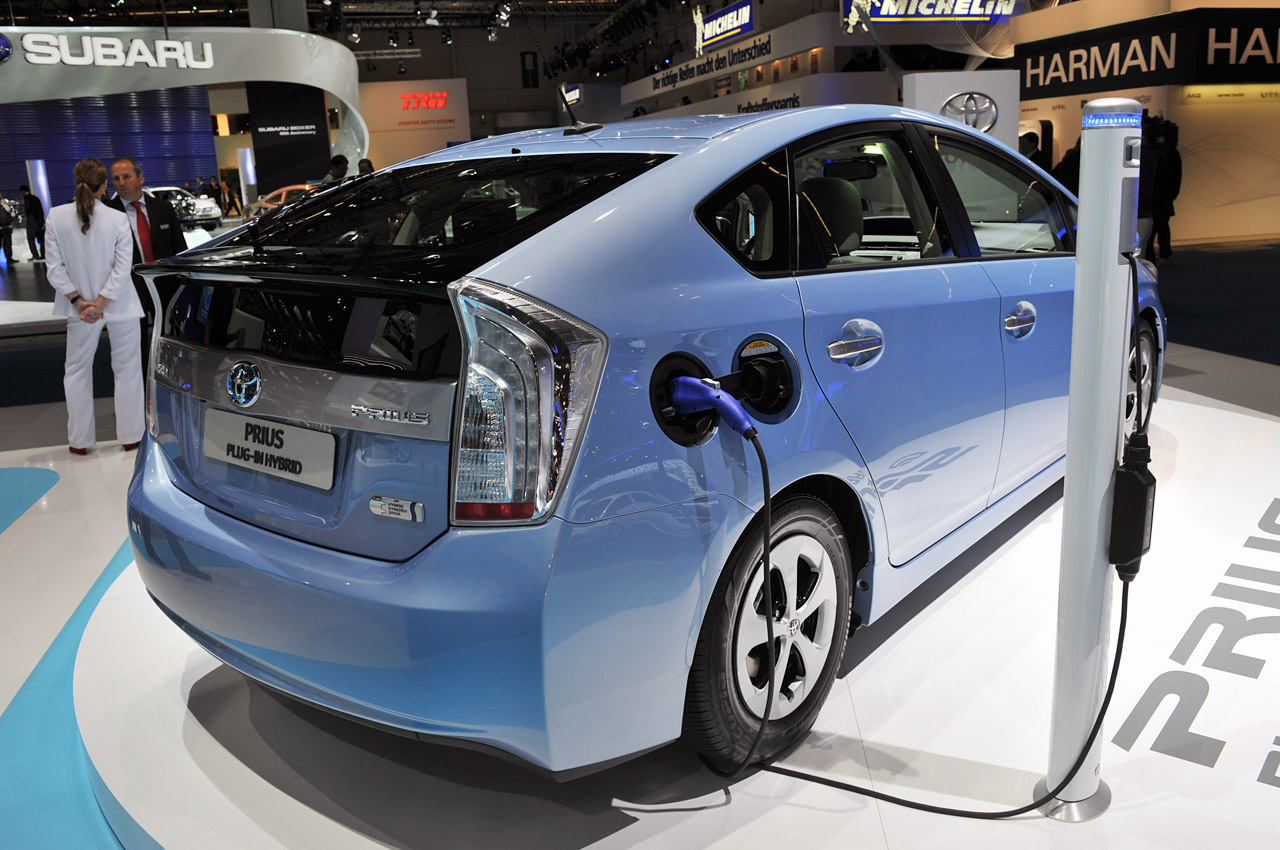 toyota prius plug in hybrid frankfurt 2011 photo gallery autoblog. Black Bedroom Furniture Sets. Home Design Ideas