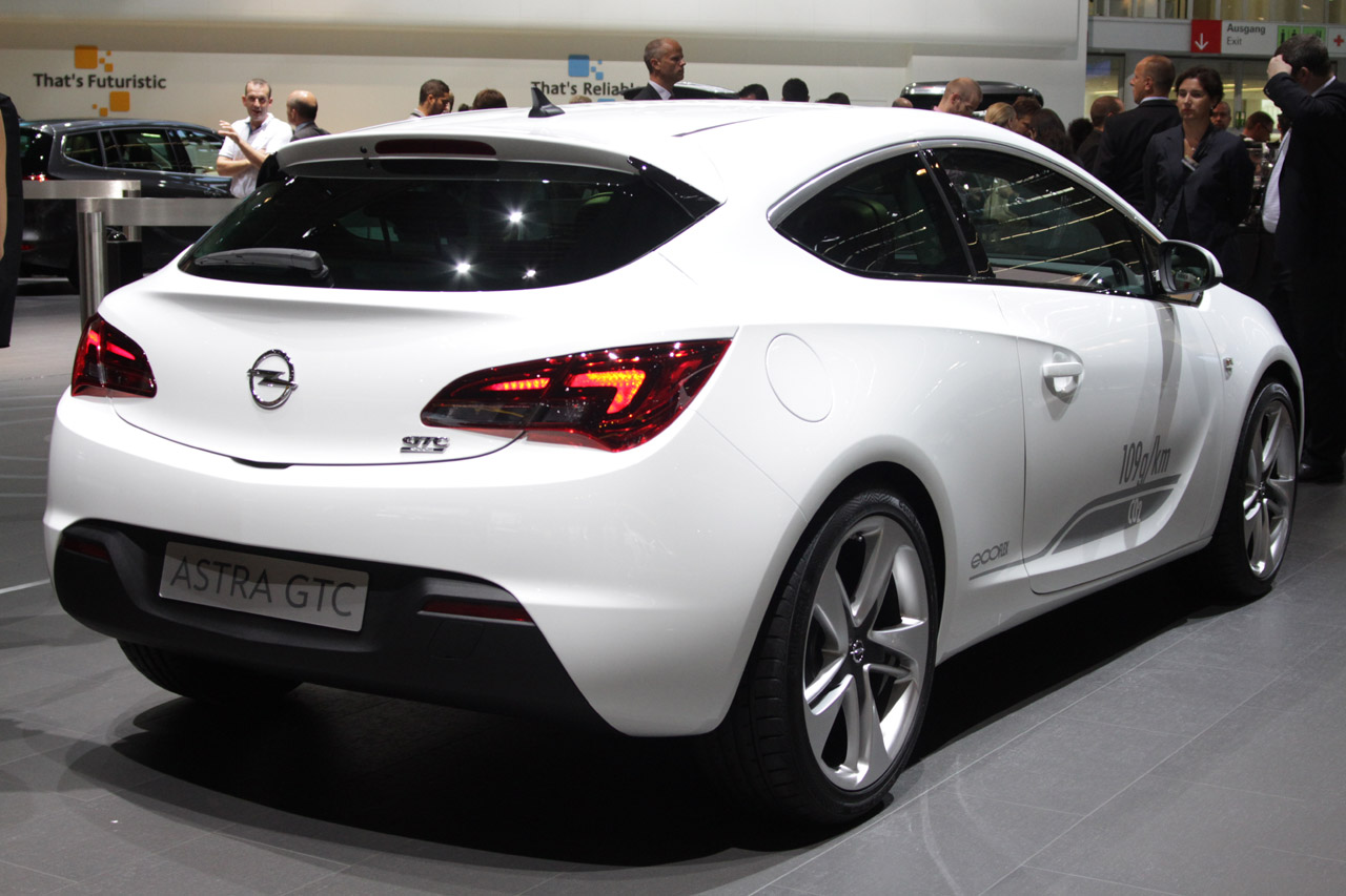 2012 opel astra gtc gives us buick tinted hope for the future w video autoblog. Black Bedroom Furniture Sets. Home Design Ideas