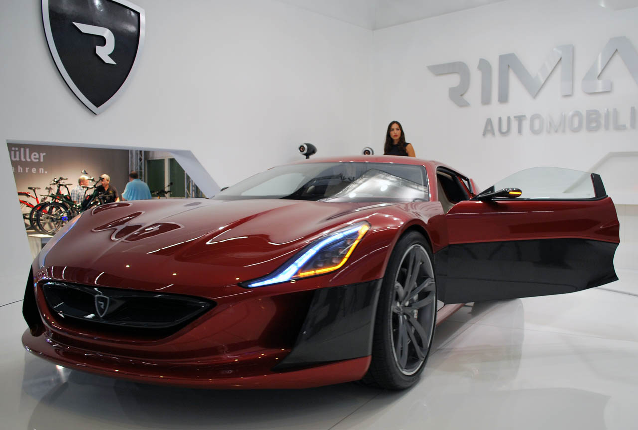 rimac electrifies with concept one battery powered. Black Bedroom Furniture Sets. Home Design Ideas