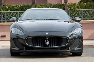 2012 Maserati GranTurismo MC front view