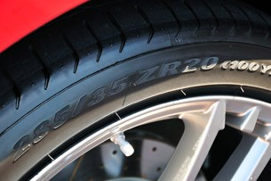 2012 Maserati GranTurismo Convertible Sport tire