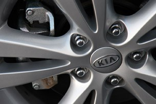 2011 Kia Forte 5-Door wheel detail