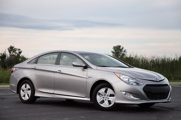 2011 Hyundai Sonata Hybrid - front three-quarter view