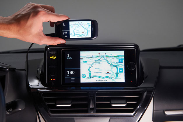 Toyota Entune and Nokia phone using MirrorLink technology