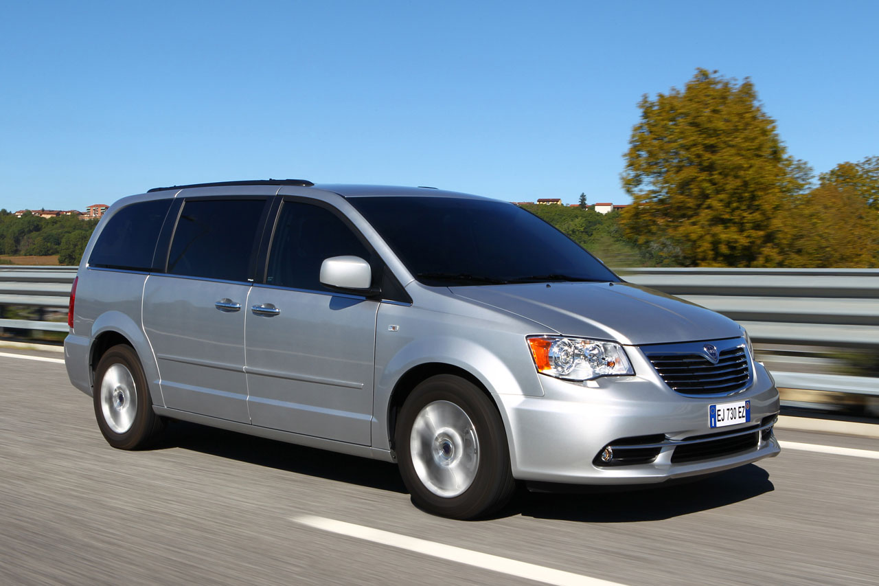 2012 lancia voyager photo gallery autoblog