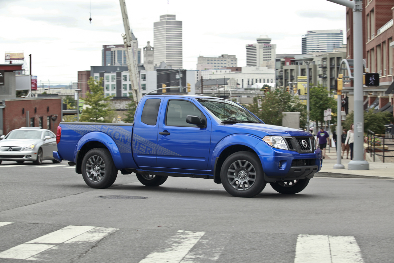 nissan frontier and titan dash in with new appearance packages for 2012 autoblog. Black Bedroom Furniture Sets. Home Design Ideas