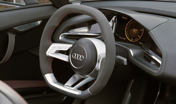 2014 Audi e-tron Spyder interior