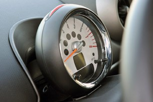 2011 Mini Countryman tachometer