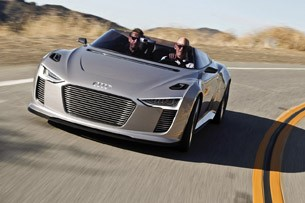 2014 Audi e-tron Spyder driving
