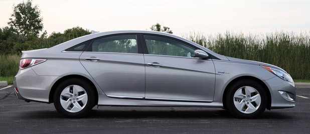 2011 Hyundai Sonata Hybrid Side View ...