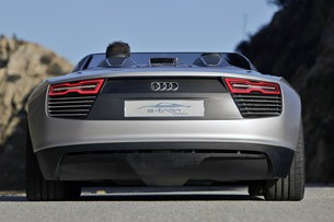 2014 Audi e-tron Spyder rear view