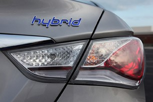 2011 Hyundai Sonata Hybrid taillight