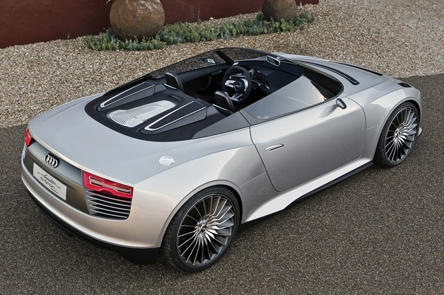 2014 Audi e-tron Spyder rear 3/4 view
