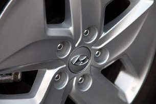 2011 Hyundai Sonata Hybrid wheel