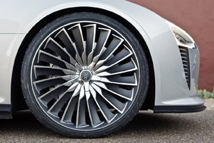 2014 Audi e-tron Spyder wheel