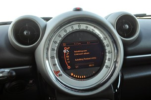2011 Mini Countryman audio system display