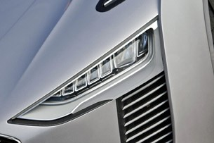 2014 Audi e-tron Spyder headlight