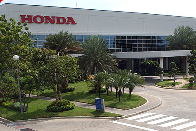 thaihonda Thailand flooding halts Honda and Toyota auto production