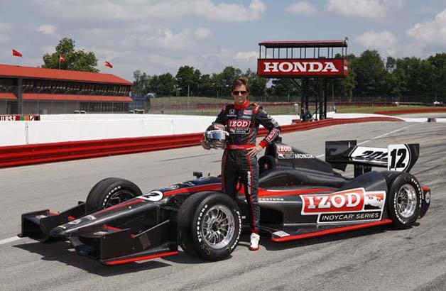 Dan Wheldon tests new IndyCar chassis