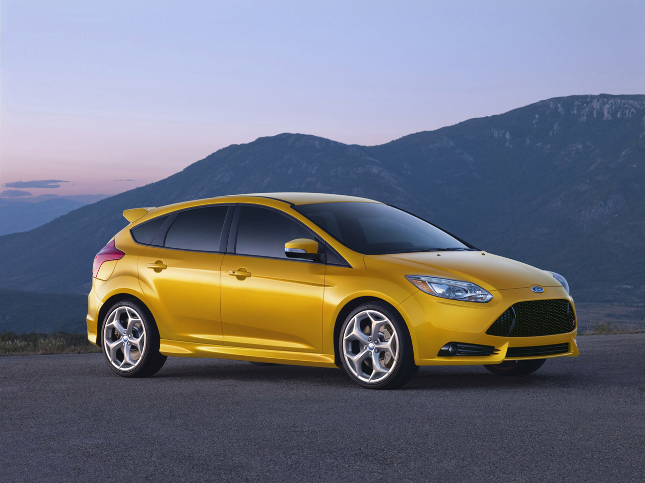 2013 ford focus st gets 23 mpg city 32 mpg highway ratings autoblog. Black Bedroom Furniture Sets. Home Design Ideas