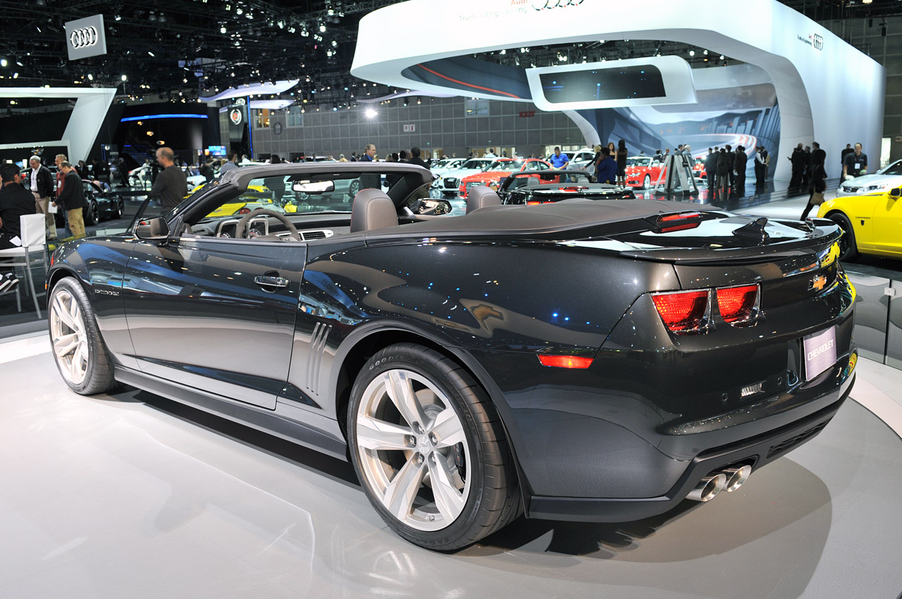 2012 chevrolet camaro zl1 convertible is a topless powerhouse autoblog. Black Bedroom Furniture Sets. Home Design Ideas