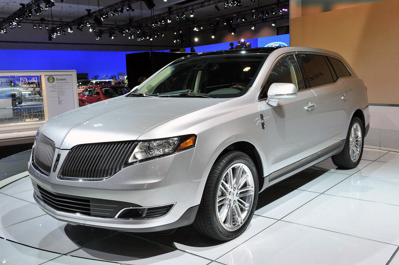 2013 lincoln mkt models its new mug autoblog. Black Bedroom Furniture Sets. Home Design Ideas