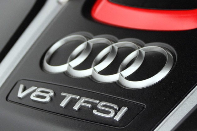 2012 Audi S8 engine detail
