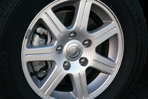 2011 Chrysler Town & Country Touring wheel