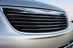 2011 Chrysler Town &amp; Country Touring grille
