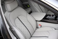 2012 Audi S8 front seats