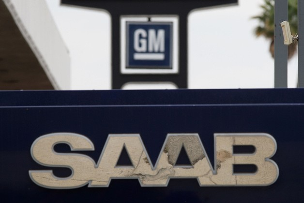 Saab and GM dealership signage