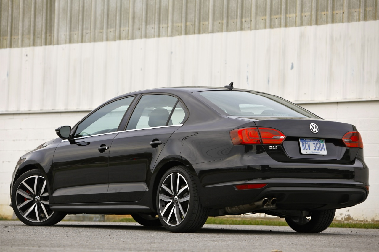 Consumer Reports recommends Civic Si, but ranks Jetta GLI ...
