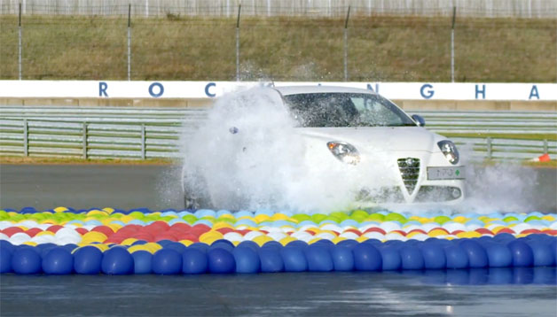 Alfa Romeo MiTo waterballoon video screen capture
