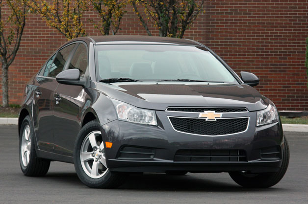 Chevrolet Cruze front three-quarter view