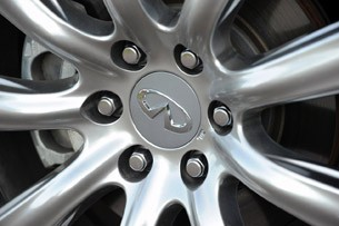2012 Infiniti QX56 wheel